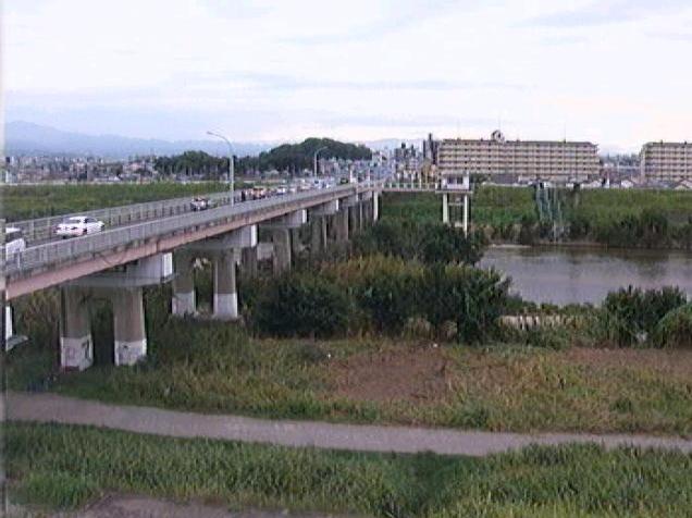 大和川柏原上流ライブカメラは、大阪府柏原市大正の柏原上流に設置された大和川が見えるライブカメラです。