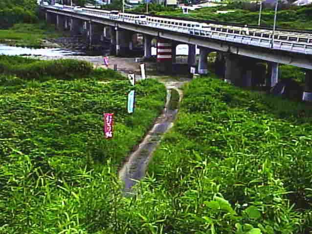 野洲川中郡橋ライブカメラは、滋賀県湖南市石部北の中郡橋に設置された野洲川が見えるライブカメラです。