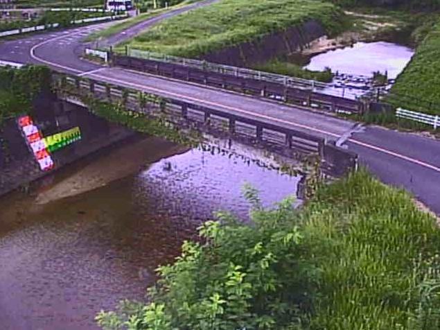 祖父川鵜川橋ライブカメラは、滋賀県竜王町鵜川西海道の鵜川橋に設置された祖父川が見えるライブカメラです。