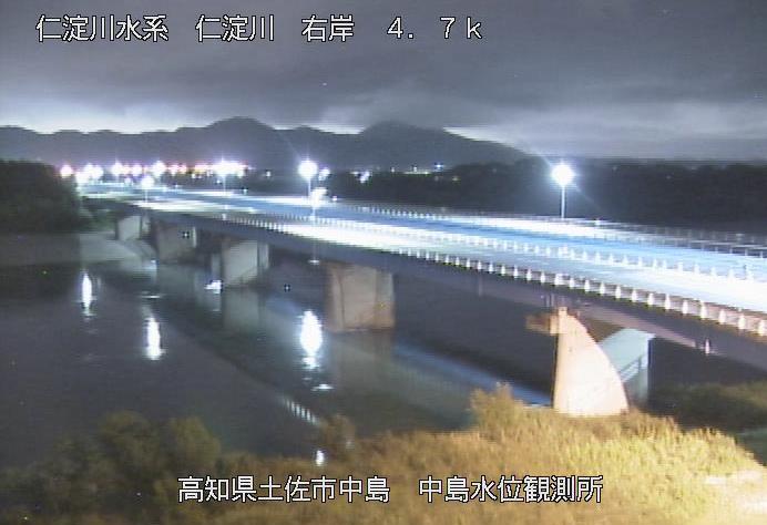仁淀川中島ライブカメラは、高知県土佐市中島の中島水位観測所に設置された仁淀川・国道56号(土佐市バイパス)が見えるライブカメラです。
