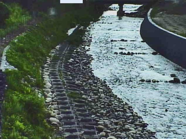 鴨川万年橋ライブカメラは、滋賀県高島市武曽横山の万年橋に設置された鴨川が見えるライブカメラです。