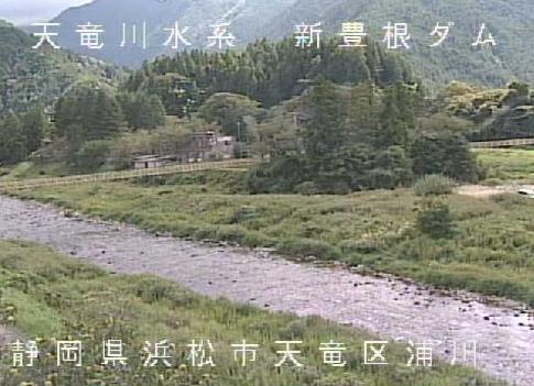 大千瀬川佐久間町浦川ライブカメラは、静岡県浜松市天竜区の佐久間町浦川に設置された大千瀬川が見えるライブカメラです。