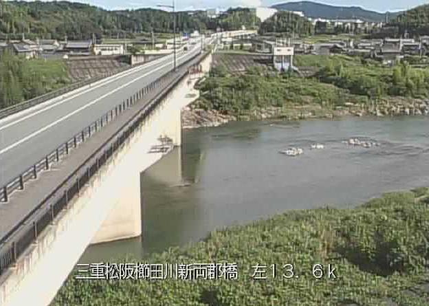 櫛田川両郡橋ライブカメラは、三重県松阪市射和町の両郡橋に設置された櫛田川が見えるライブカメラです。