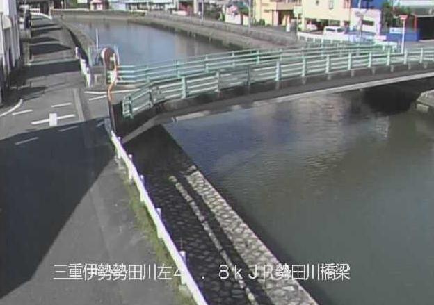 勢田川JR参宮線橋梁吹上2丁目ライブカメラは、三重県伊勢市吹上のJR参宮線橋梁吹上2丁目に設置された勢田川が見えるライブカメラです。
