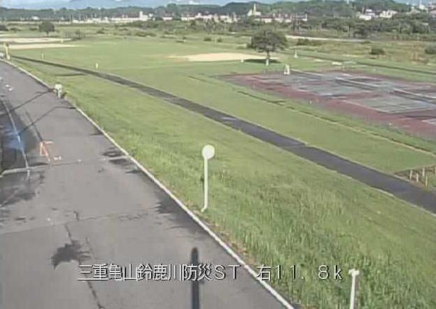 鈴鹿川鈴鹿川防災ステーションライブカメラは、三重県鈴鹿市庄野町の鈴鹿川防災ステーション(鈴鹿川防災ST)に設置された鈴鹿川が見えるライブカメラです。