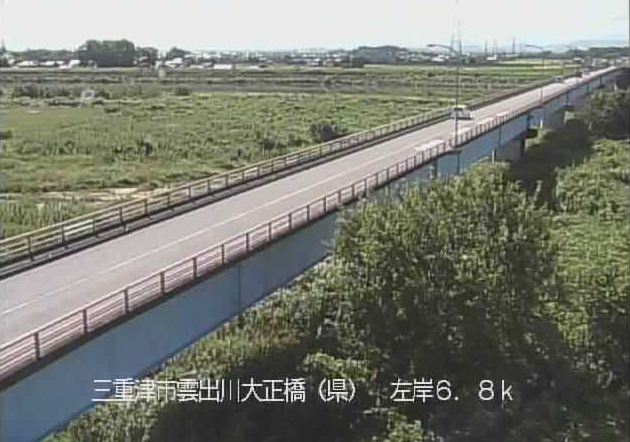 雲出川大正橋ライブカメラは、三重県津市牧町の大正橋に設置された雲出川・三重県道697号三雲久居線が見えるライブカメラです。