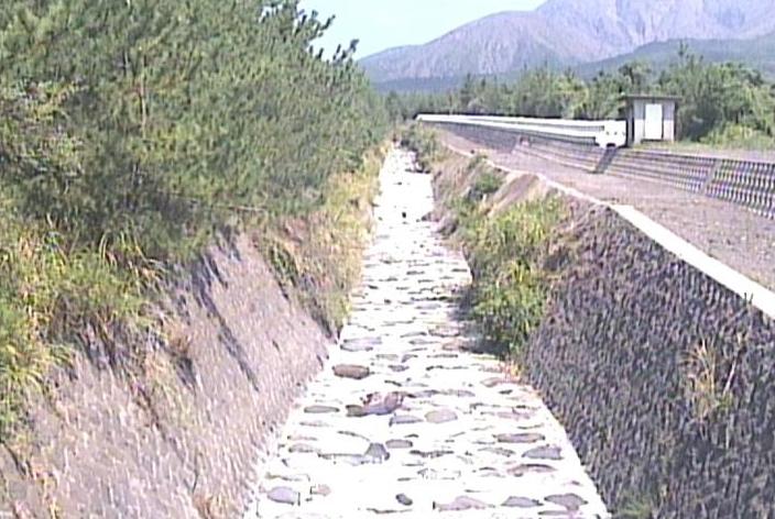 持木川桜島土石流状況ライブカメラは、鹿児島県鹿児島市持木町の持木川に設置された桜島土石流状況が見えるライブカメラです。