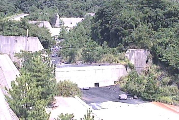 第二古里川桜島土石流状況ライブカメラは、鹿児島県鹿児島市東桜島町の第二古里川(第2古里川)に設置された桜島土石流状況が見えるライブカメラです。