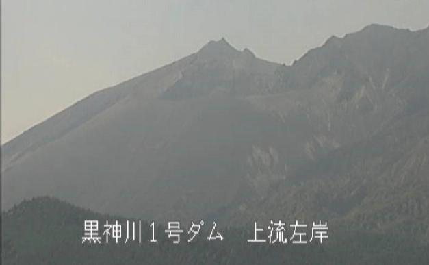 黒神川1号ダム上流左岸桜島噴煙状況ライブカメラは、鹿児島県鹿児島市黒神町の黒神川1号ダム上流左岸に設置された桜島降灰時噴煙状況が見えるライブカメラです。