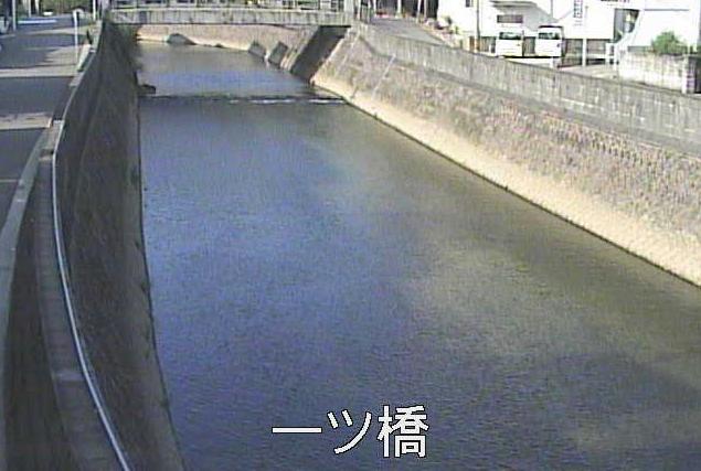 稲荷川一ツ橋ライブカメラは、鹿児島県鹿児島市池之上町の一ツ橋(一ッ橋)に設置された稲荷川が見えるライブカメラです。