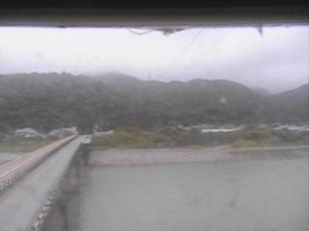 奈半利川野友橋ライブカメラは、高知県北川村野友の野友橋に設置された奈半利川が見えるライブカメラです。