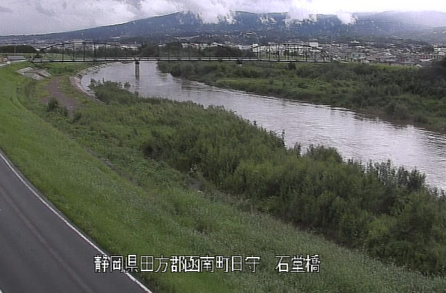 狩野川石堂橋ライブカメラは、静岡県伊豆の国市日守の石堂橋に設置された狩野川が見えるライブカメラです。