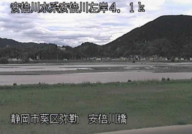 安倍川安倍川橋ライブカメラは、静岡県静岡市葵区の安倍川橋に設置された安倍川が見えるライブカメラです。