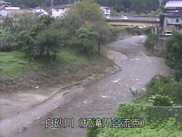 白砂川打滝川合流点ライブカメラは、京都府笠置町笠置の打滝川合流点に設置された白砂川が見えるライブカメラです。