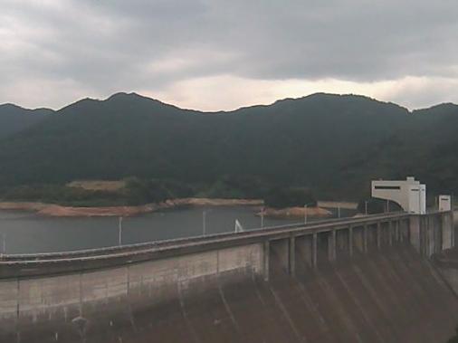 竜門ダム第2ライブカメラは、熊本県菊池市龍門の竜門ダム管理支所に設置された竜門ダムが見えるライブカメラです。