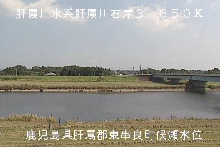肝属川俣瀬橋ライブカメラは、鹿児島県東串良町川西の俣瀬水位観測所に設置された肝属川が見えるライブカメラです。