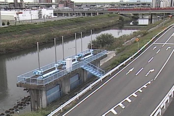 新川鴨田川排水機場ライブカメラは、愛知県北名古屋市九之坪の鴨田川排水機場に設置された新川・愛知県道59号名古屋中環状線が見えるライブカメラです。