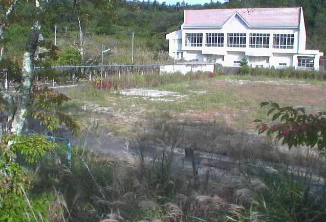 津島中学校付近ライブカメラは、福島県浪江町下津島の津島中学校(浪江町立津島中学校)に設置された校舎・グラウンドが見えるライブカメラです。