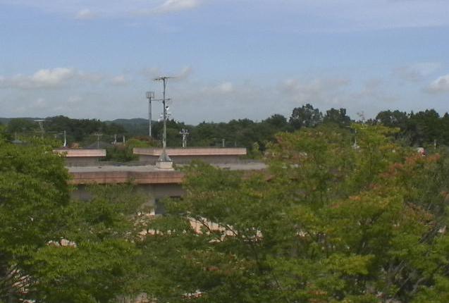 中上ノ原A住宅7号棟屋上ライブカメラは、福島県浪江町川添の中上ノ原A住宅7号棟屋上に設置された中上ノ原団地周辺が見えるライブカメラです。