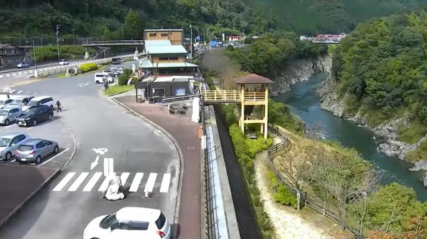 日本最古の石博物館ライブカメラは、岐阜県七宗町中麻生の日本最古の石博物館に設置された国道41号(益田街道)・飛騨川・道の駅ロックガーデンひちそう・七宗橋方面が見えるライブカメラです。
