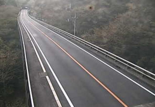 国道254号新小屋場橋ライブカメラは、群馬県下仁田町南野牧の新小屋場橋に設置された国道254号(西上州やまびこ街道)が見えるライブカメラです。