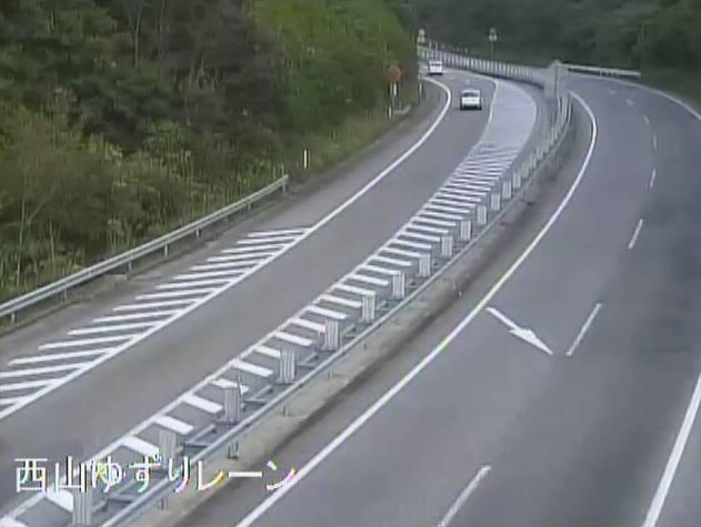 のと里山海道西山ゆずりレーンライブカメラは、石川県志賀町火打谷の西山ゆずりレーン(西山インターチェンジ~徳田大津インターチェンジ)に設置されたのと里山海道が見えるライブカメラです。