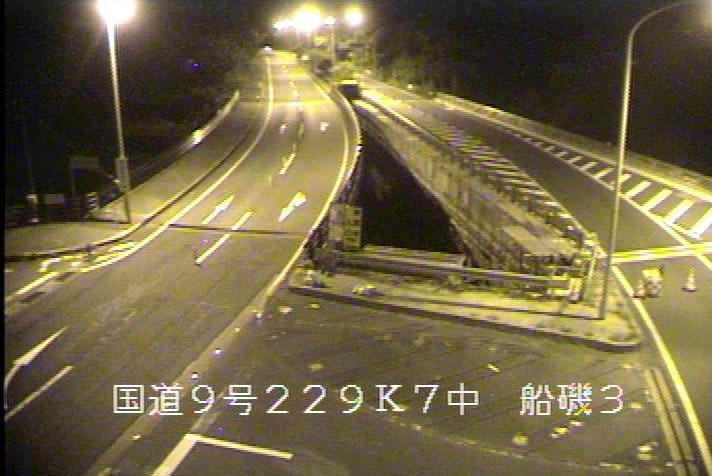 国道9号船磯ライブカメラは、鳥取県鳥取市気高町の船磯に設置された国道9号(山陰道)が見えるライブカメラです。