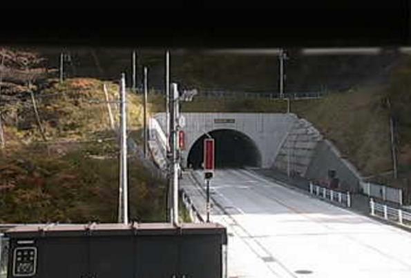 国道120号椎坂トンネル中間部ライブカメラは、群馬県沼田市根町の椎坂トンネル中間部に設置された国道120号(椎坂バイパス)が見えるライブカメラです
