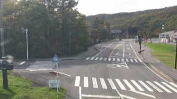 国道292号天狗山レストハウスライブカメラは、群馬県草津町草津の天狗山レストハウスに設置された国道292号が見えるライブカメラです。