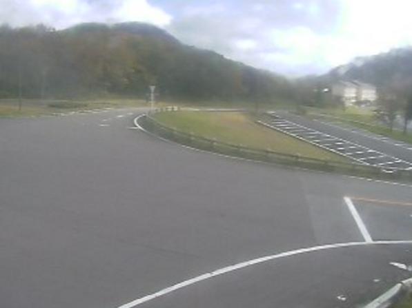 鳥取県道114号大山上福田線鏡ヶ成ライブカメラは、鳥取県江府町御机の鏡ヶ成に設置された鳥取県道114号大山上福田線が見えるライブカメラです。