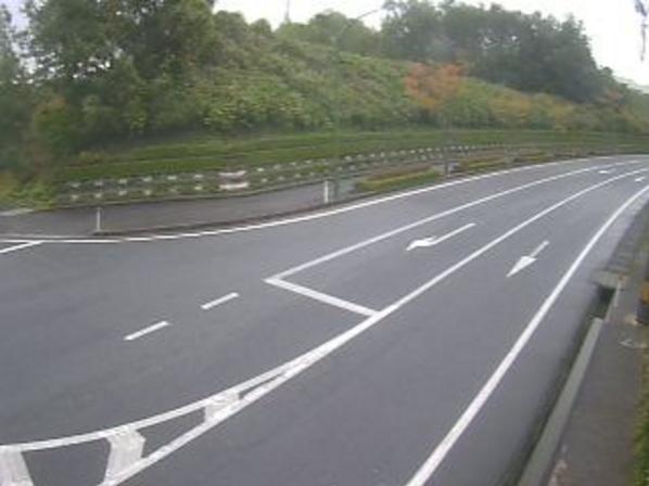 鳥取県道1号溝口伯太線鶴田ライブカメラは、鳥取県南部町鶴田の鶴田に設置された鳥取県道1号溝口伯太線が見えるライブカメラです。