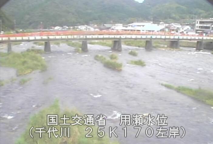 千代川用瀬ライブカメラは、鳥取県鳥取市用瀬町の用瀬水位観測所に設置された千代川・新用瀬橋が見えるライブカメラです。