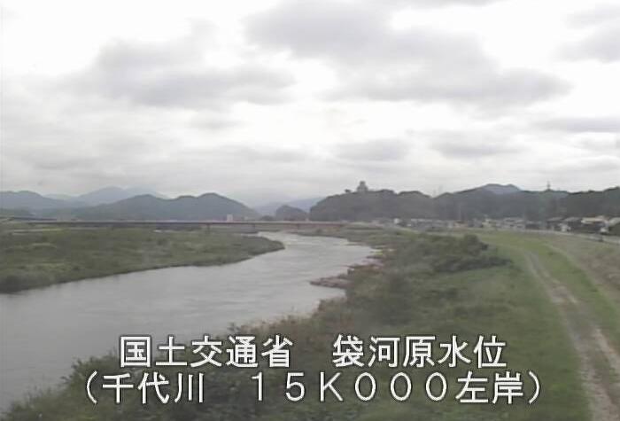 千代川袋河原ライブカメラは、鳥取県鳥取市河原町の袋河原水位観測所に設置された千代川が見えるライブカメラです。