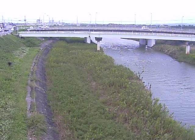 法勝寺川福市観測所ライブカメラは、鳥取県米子市兼久の福市水位観測所(福市観測所)に設置された法勝寺川・安養寺橋が見えるライブカメラです。