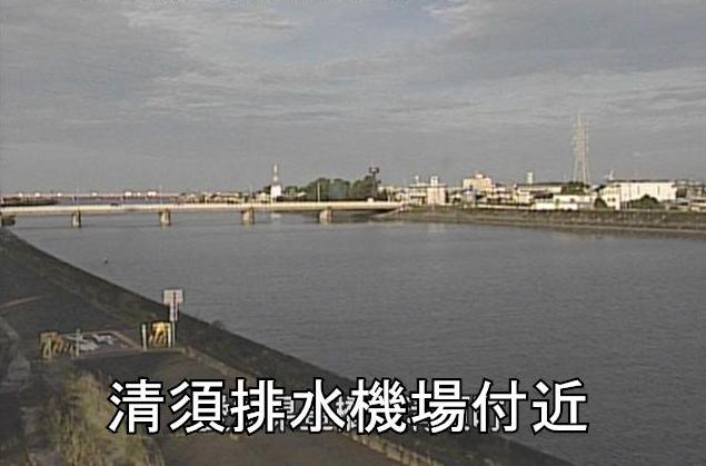 豊川放水路清須排水機場ライブカメラは、愛知県豊橋市清須町の清須排水機場に設置された豊川放水路が見えるライブカメラです。
