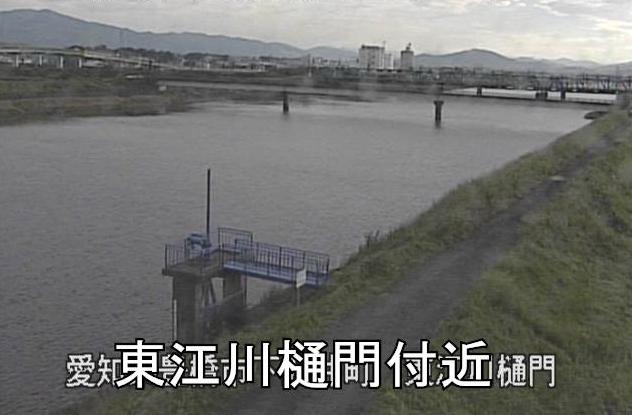 豊川放水路東江川樋門ライブカメラは、愛知県豊橋市下五井町の東江川樋門に設置された豊川放水路が見えるライブカメラです。
