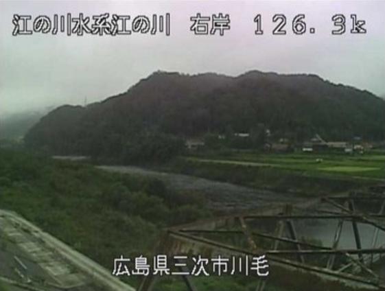 江の川川毛ライブカメラは、広島県三次市作木町の川毛に設置された江の川が見えるライブカメラです。