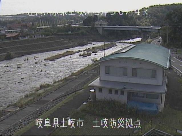 土岐川土岐防災拠点ライブカメラは、岐阜県土岐市泉日之出町の土岐防災拠点に設置された土岐川が見えるライブカメラです。