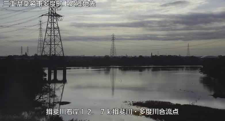 揖斐川多度川合流点ライブカメラは、三重県桑名市多度町の揖斐川多度川合流点に設置された揖斐川が見えるライブカメラです。