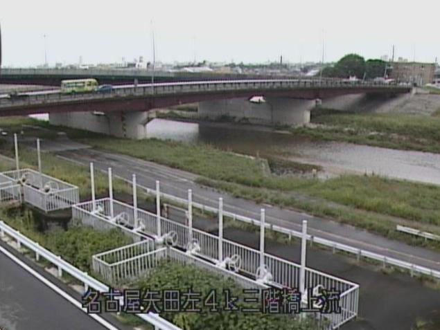 矢田川三階橋上流ライブカメラは、愛知県名古屋市北区の三階橋上流に設置された矢田川が見えるライブカメラです。