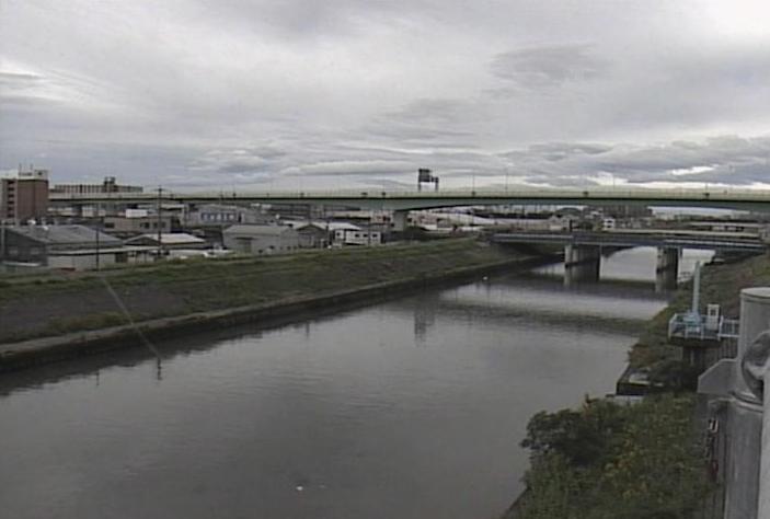 新川水場川排水機場ライブカメラは、愛知県清須市阿原の水場川排水機場に設置された新川が見えるライブカメラです。