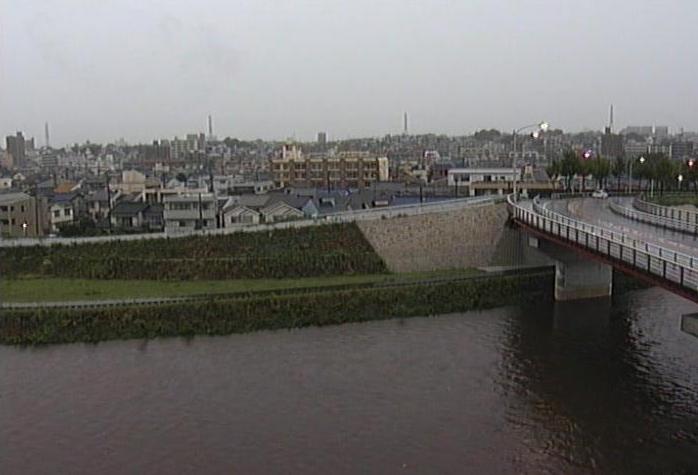 天白川菅田橋ライブカメラは、愛知県名古屋市天白区の菅田橋に設置された天白川が見えるライブカメラです。