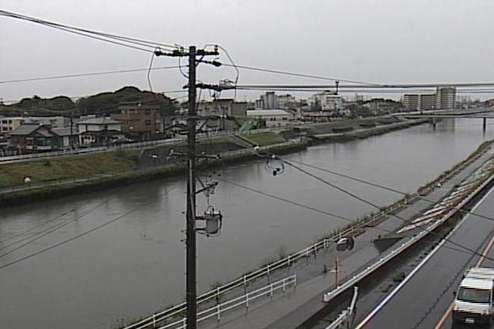 新川新川橋ライブカメラは、愛知県清須市土器野の新川橋に設置された新川が見えるライブカメラです。