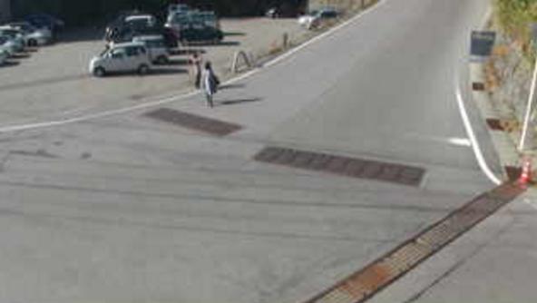 群馬県道466号牧干俣線万座ハイウェー交差点ライブカメラは、群馬県嬬恋村干俣の万座ハイウェー交差点に設置された群馬県道466号牧干俣線(万座道路)が見えるライブカメラです。