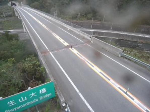国道183号生山ライブカメラは、鳥取県日南町生山の生山(生山大橋)に設置された国道183号(生山道路)が見えるライブカメラです。