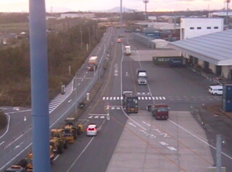 Colins新潟港東港区西埠頭待機レーン入口側方向ライブカメラ(新潟県聖籠町)