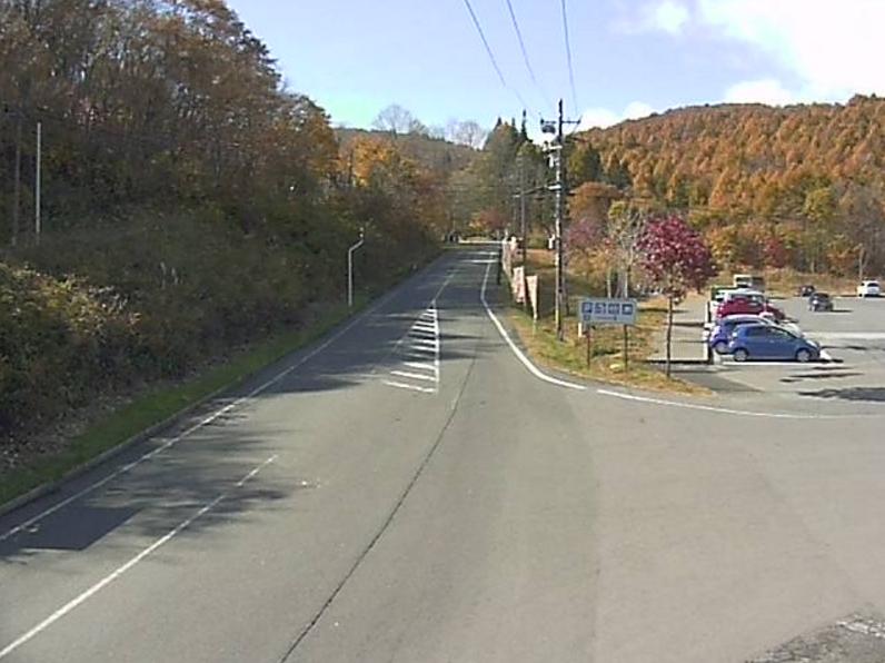 国道459号道の駅裏磐梯第2ライブカメラは、福島県北塩原村桧原南黄連沢山の道の駅裏磐梯に設置された国道459号が見えるライブカメラです。