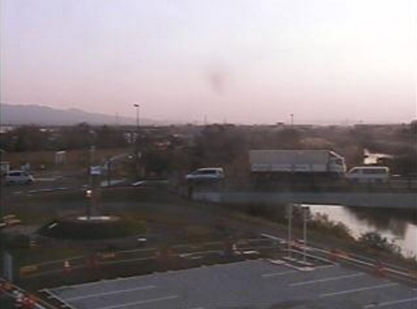 道の駅パティオにいがたライブカメラは、新潟県見附市今町の道の駅パティオにいがたに設置された新潟県道498号長岡中之島見附線・刈谷田川が見えるライブカメラです。