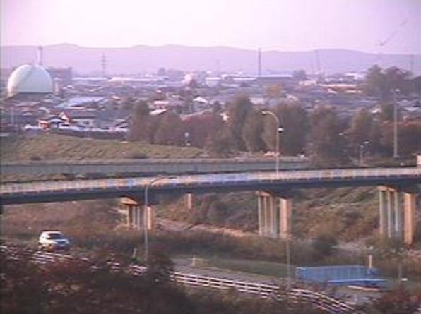 見附市立名木野小学校ライブカメラは、新潟県見附市月見台の見附市立名木野小学校に設置された刈谷田川が見えるライブカメラです。
