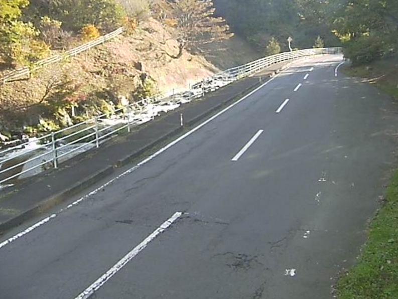 国道349号鮫川第2ライブカメラは、福島県鮫川村赤坂の鮫川(強滝付近)に設置された国道349号・鮫川が見えるライブカメラです。
